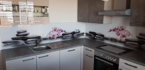 Namestitev kuhinjskega stekla